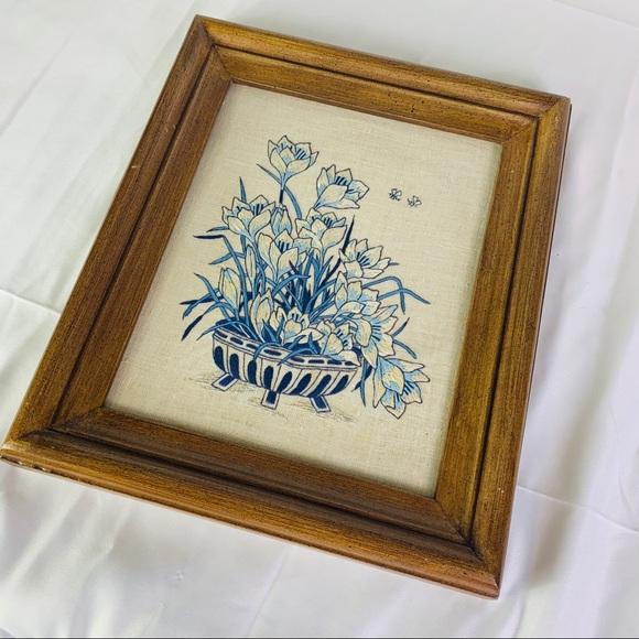 Vintage Embroidered Flower Frame 🌼